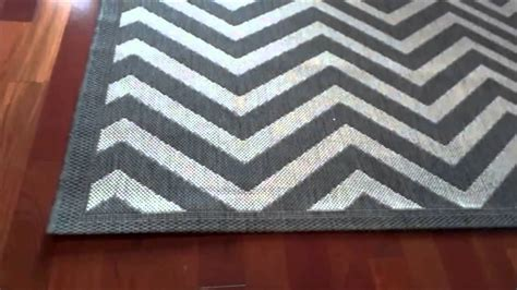 chevron grey rug chevron rug black rugs ideas
