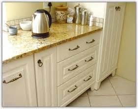 Decorating Ideas For Kitchen Islands Cream Shaker Kitchen Ideas Quicua Com