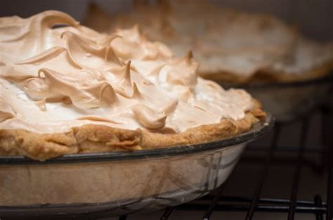 how to make meringue topping for pie