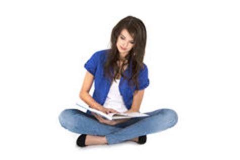 seduta a gambe aperte seduta della donna e gambe aperte immagine stock