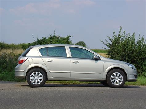 opel astra sedan 2004 vauxhall astra hatchback review 2004 2010 parkers