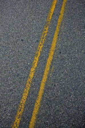 pattern of yellow lines on the roadway street lines