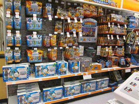 Kaos 8bit 6 skylanders giants release day displays at toys r us