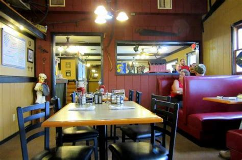 Country Table White Pigeon Mi by Country Table Restaurant American Restaurant 714 W Chicago Rd In White Pigeon Mi Tips And