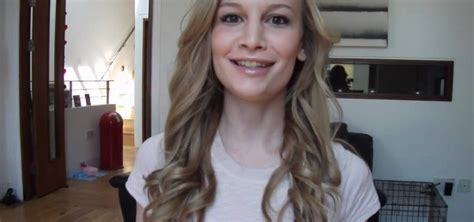 how to curl loose curls on a side ethnic hair how to curl hair into loose curls with a straightening