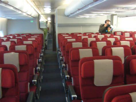 qantas airlines seats file qantas economy cabin seats jpg wikimedia commons