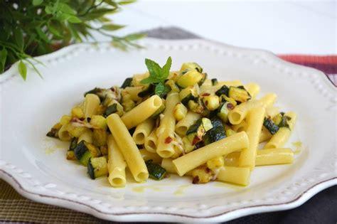 come cucinare zucchine e melanzane 187 pasta con zucchine e tonno ricetta pasta con zucchine