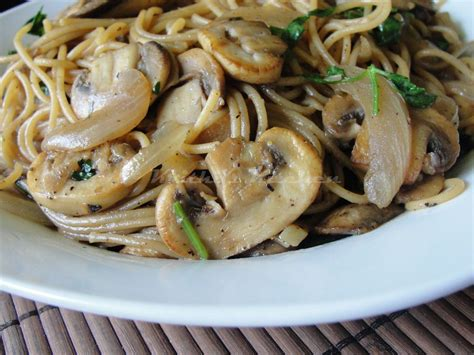 krithi s kitchen spaghetti with mushrooms and onions pasta in mushroom sauce