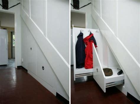 kleiderschrank unter treppe sch 246 ne praktische lagerraum ideen unter der treppe