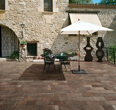 piastrelle in pietra per esterni piastrelle in gres porcellanato effetto pietra outdoor