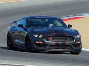 Ford Sports Ford Shelby Gt350r Mustang Named Sports Car Of The Year By