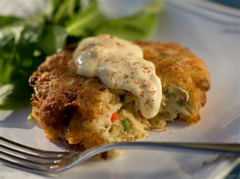 easy crab cake recipe easy to make crab cakes recipe always foodie