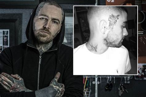 zayn malik face tattoo one direction s tattooist slams zayn malik s new