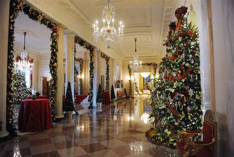white house decor michelle obama unveils white house 2012 holiday decorations