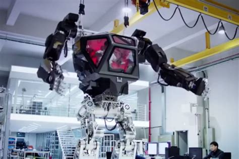 film robot geant l industrie c est fou un robot g 233 ant tout droit venu de