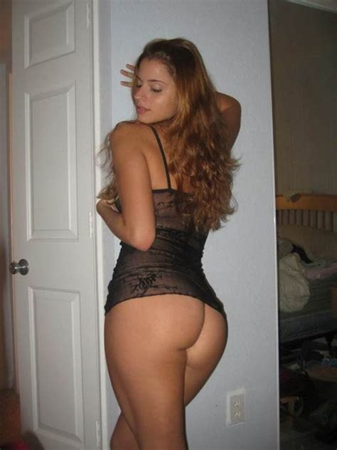 Superbly Girl At Home In Dat Real Ass Nude And Sexy