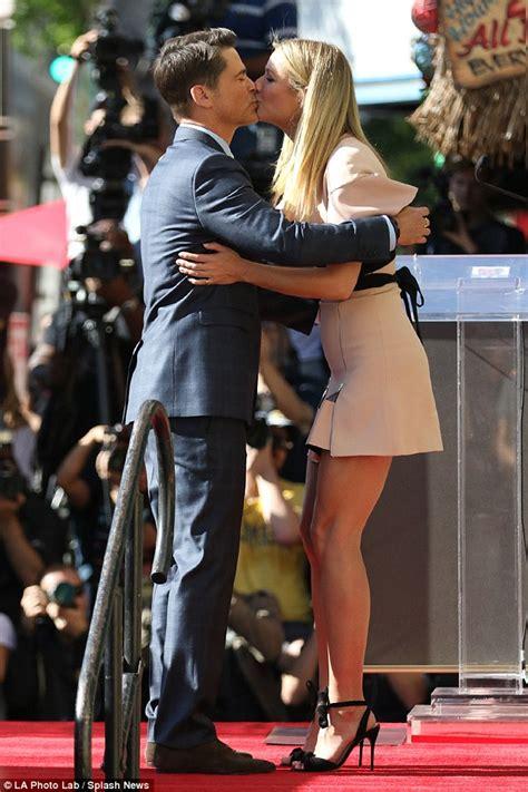 Gwyneth Paltrow Pulls A Michael Jackson by Gwyneth Paltrow Shows Toned Legs As Rob Lowe Gets