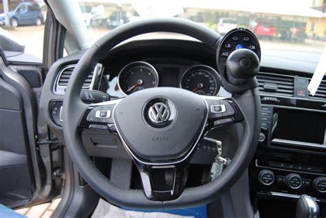 auto con comandi al volante per disabili guida disabili centralina volante a infrarossi e