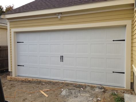 Steel Overhead Doors C H I Overhead Doors Model 5283 Steel Carriage House Style Garage Door In White With Flat