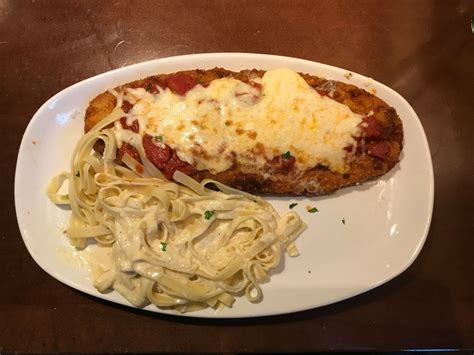 Olive Garden Is Reducing Discounted Plates Business Insider Olive Garden S Italian Classics Menu Review Business Insider