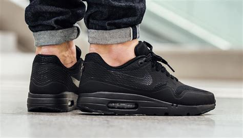 Sepatu Sneakers Nike Air 1 Hologram the nike air max 1 ultra essential gets the blackout treatment kicksonfire