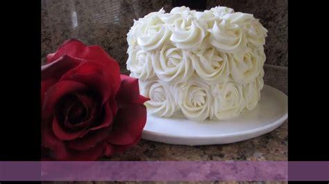 como decorar pasteles con rosas c 243 mo forrar un pastel con rosas de crema muy f 225 cil youtube
