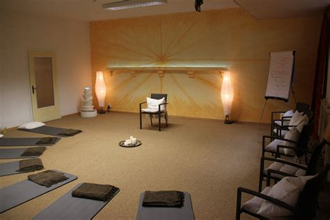 Large Meditation Room Design With Brown Carpet Tiles And Floor Lamp Lighting Decoration