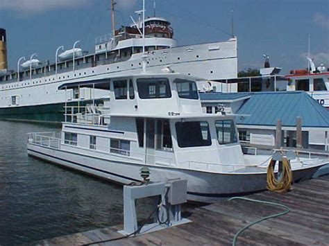 river queen house boat 1985 gibson 36 foot houseboat pictures to pin on pinterest pinsdaddy