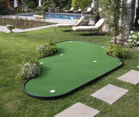 putting turf in backyard 25 best ideas about backyard putting green on pinterest