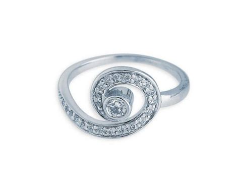 tanishq 18k white gold ring with brilliant cut