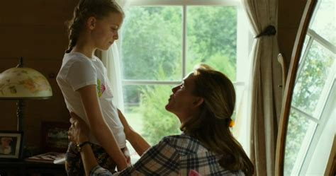Miracle From Heaven En Garner S Miracles From Heaven Trailer God Likes To Take The Way Around Cinema