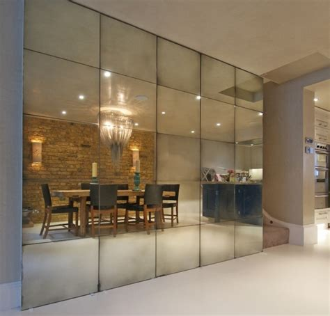 the mirrored walls and the some important aspects from its