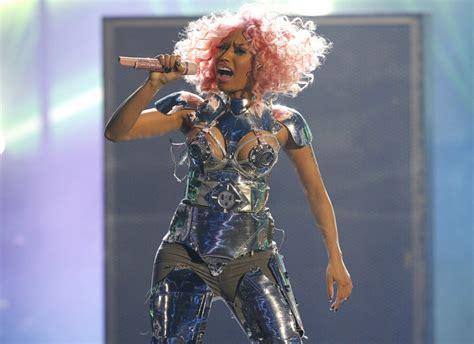 Minaj Wardrobe by Nicki Minaj Suffers Wardrobe During