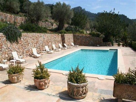 iluminaci n para jardines consejos para decorar jardines con piscina 17 ideas para