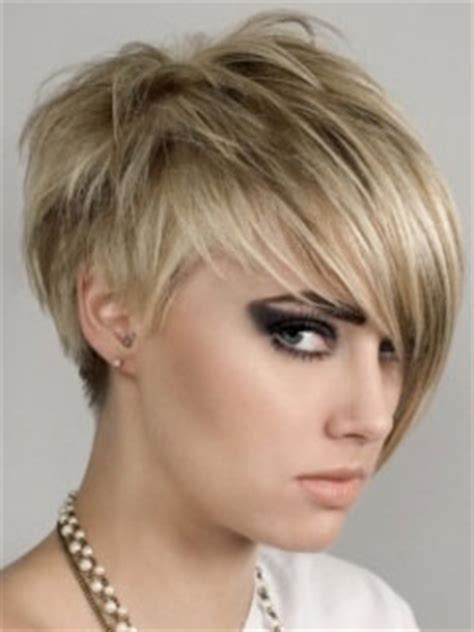 hairstyles cut on one side and on other side tagli capelli inverno 2015 per affinare il viso