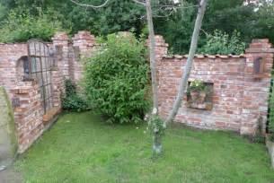 ruinenmauer im garten inspirationen f 252 r ruinenmauern im garten karin