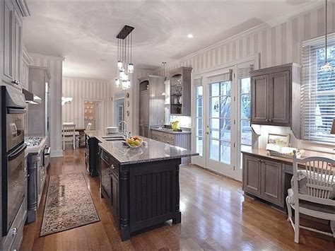 southern star trisha yearwood selling country house  nashville