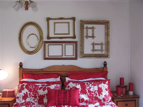 Frames For Bedroom Trend 30 Creative Ways To Decorate With Empty Frames