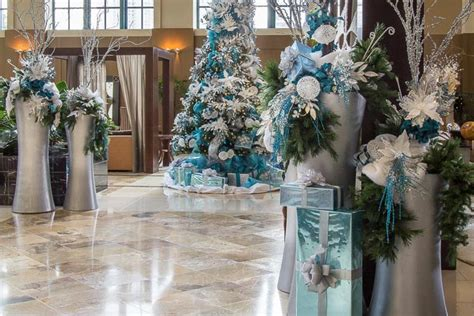 holiday seasonal displays for commercial buildings