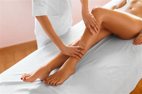 full body massage for women or ladies in gurgaon new woman legs body care girl getting leg massage treatment
