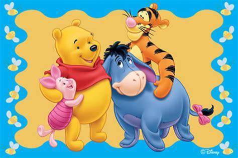 imagenes de winnie pooh y puerquito winnie pooh abrazando a sus amigos tigger igor y