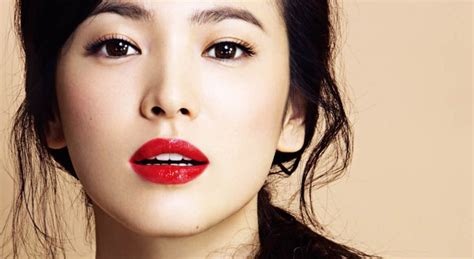 Dress Sansan Pink Dan Merah seleb seleb korea ini til kece dengan lipstik warna