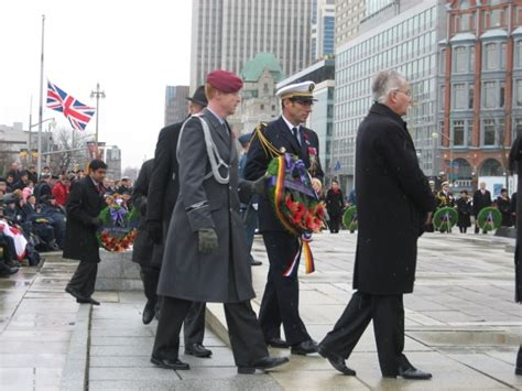 Memorial Canada Mba by Remembrance Day Pays Its Respects La Au