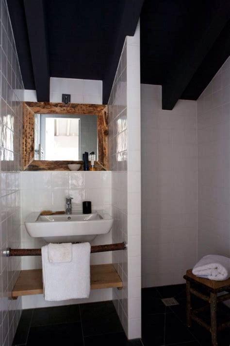agréable Salle De Bain Blanche Et Bois #4: petite-salle-de-bain-blanche-bois.jpg