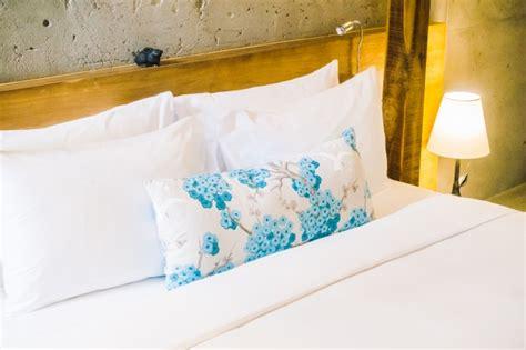 foto sul cuscino cuscino sul letto scaricare foto gratis
