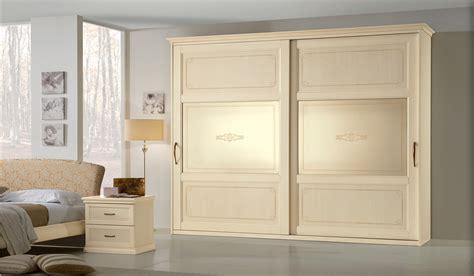 armadio con porte scorrevoli armadio epoca 3 ante scorrevoli con specchio
