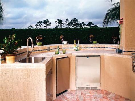 optimizing an outdoor kitchen layout hgtv outdoor kitchen design ideas pictures hgtv