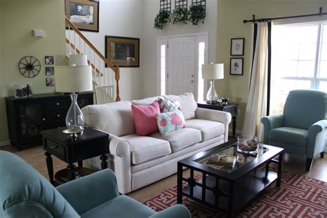 How To Decorate New Home On A Budget by Living Room Decorating Ideas On A Budget