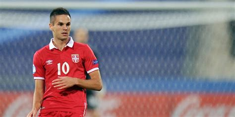 lihat laga internasional mourinho bidik gelandang serbia