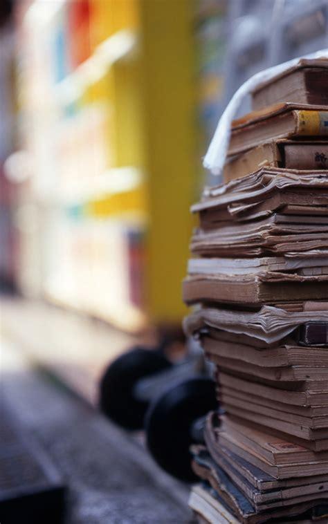 pile  books macro android wallpaper